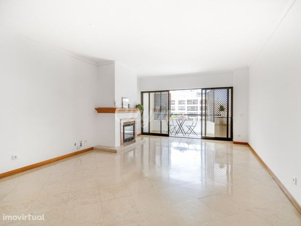 Apartamento T2 com garagem no Bairro do Rosário, Cascais