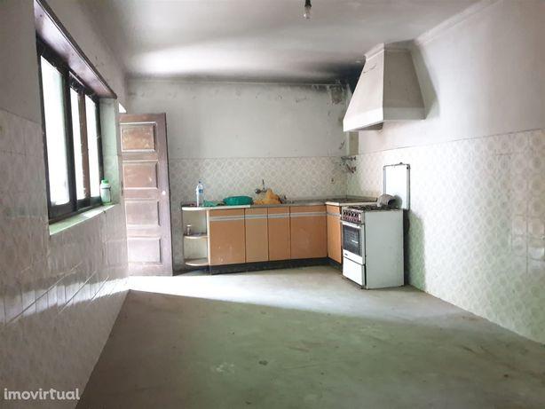 Moradia para Restaurar T3 Venda em Oiã,Oliveira do Bairro