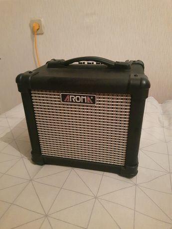 Комбик комбоусилитель для гитары электрогитары электроакустики Aroma