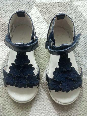 Sandálias tamanho 24