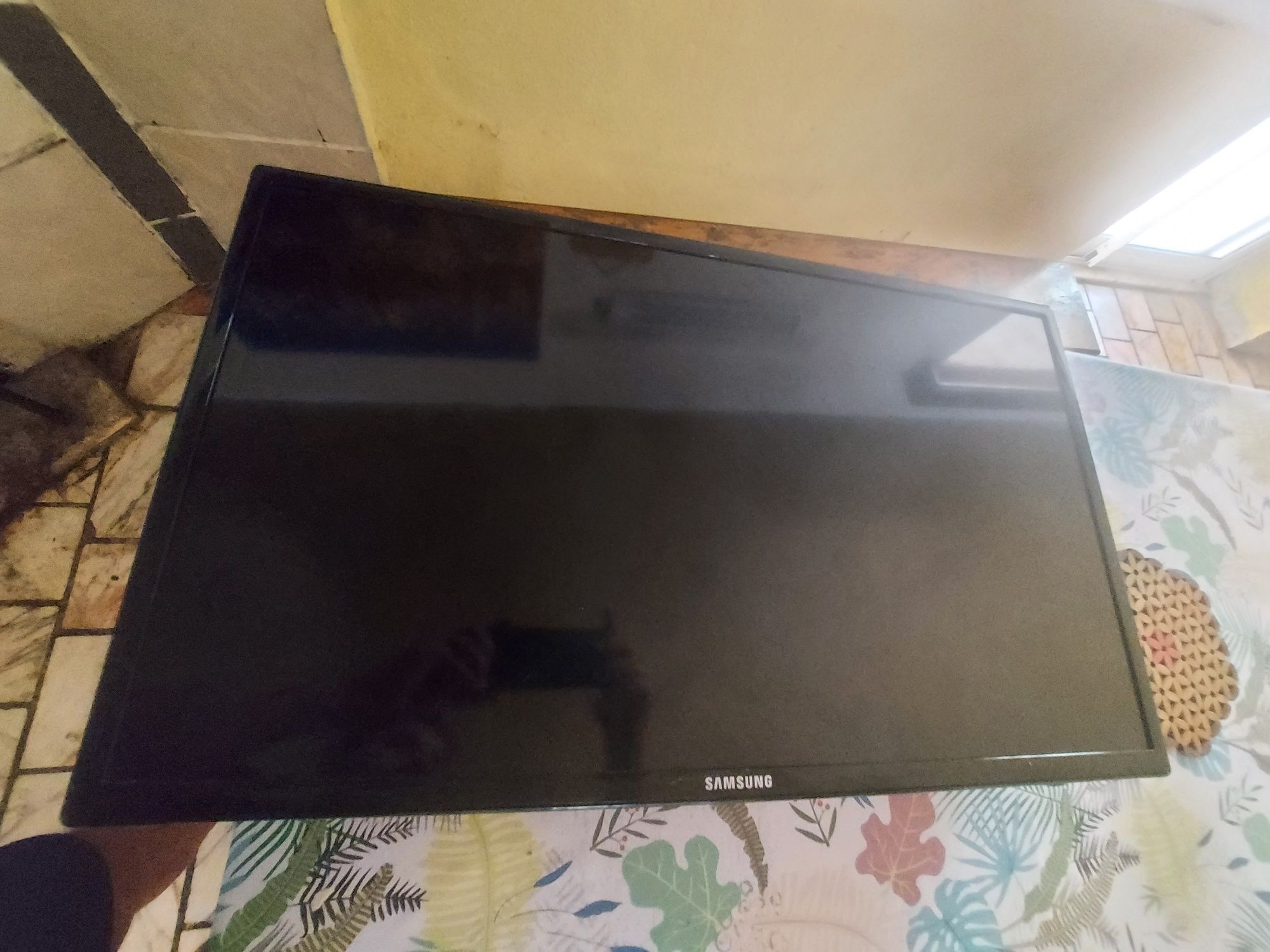Tv samsung  UE32EH4000