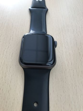 Продам смарт-часы Apple Watch Series 4 40mm Space Gray Aluminum Case
