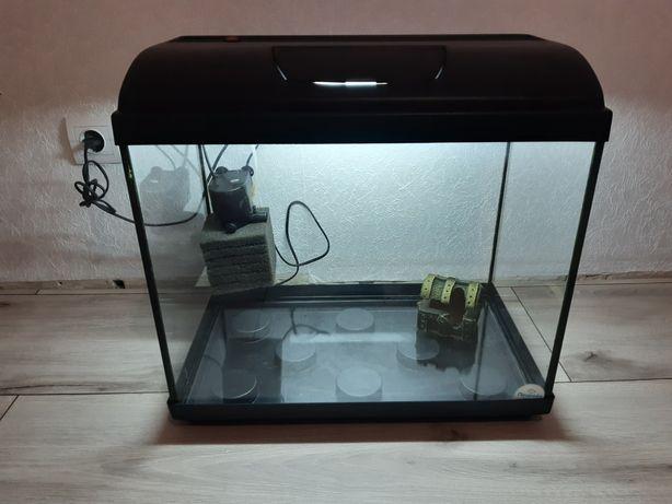 Продам отличный аквариум на 60 литров