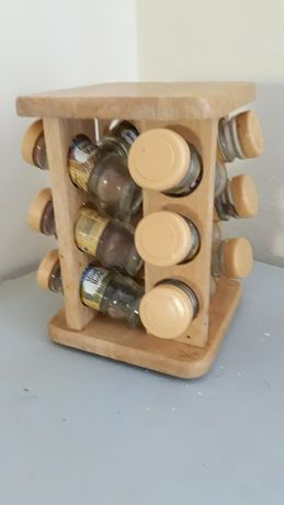 Dispensador de especiarias em madeira
