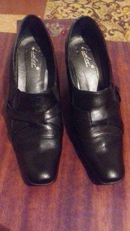 Кожанные туфли на каблуке
