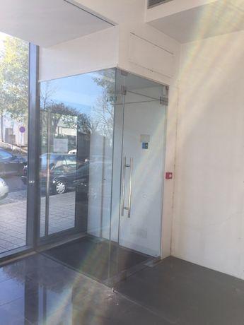 Antecâmara em vidro laminado c/ porta