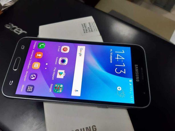 Телефон Samsung Galaxy J3 SM-J320H/DS (2016)