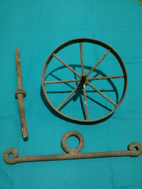 Roda de ferro de um semeador +2 peças de ferro (antigas)