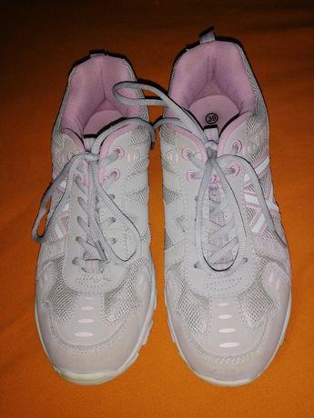 Срочно продам жіночі кросівки