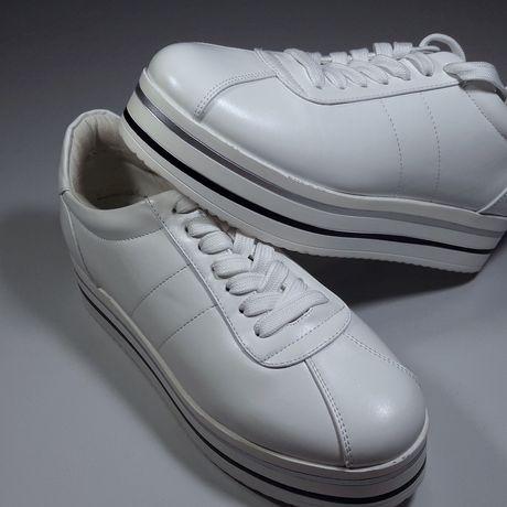 Спортивные кроссовки на платформе «Mohito»