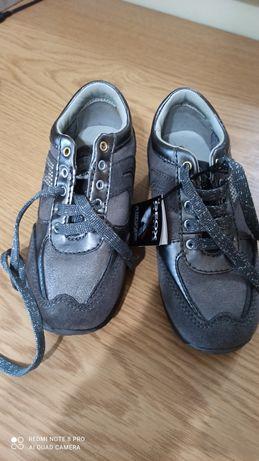 Дитячі кросівки фірмені Geox 27 розмір