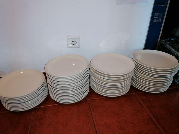 Pratos da mesa com varias medida