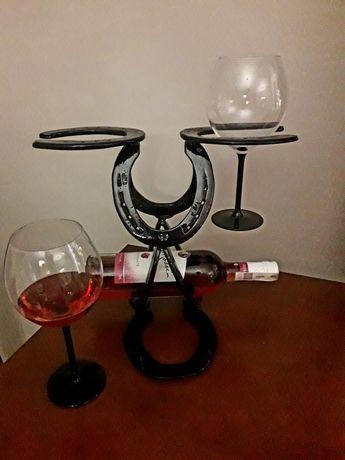 Stojak na wino i kieliszki z podków