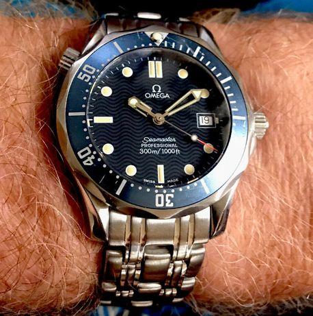 Zegarek Omega Seamaster Professional 300M James Bond niebieska fala