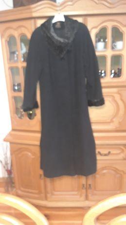 Długi welniany płaszcz