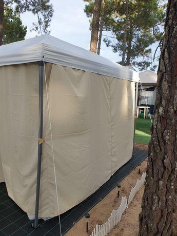Pergula com 3x3 inclui cortinas e redes mosquiteiras