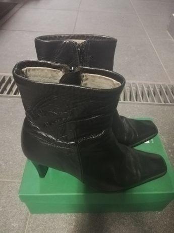 Botas em pele pretas