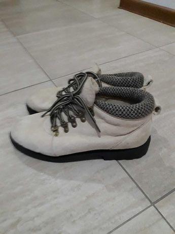 Nowe buty trzewiki, beżowe 37