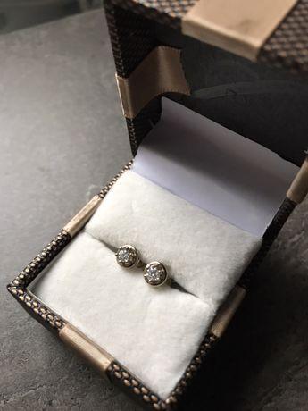 Скрьги золотые с бриллиантами (гвоздики)