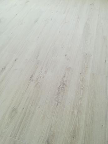 Gres drewnopodobny z Włoch 20x120. Łącznie 12,5 m2.