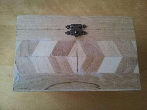 Caixa cofre de madeira 16x10x9 cm