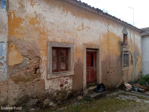 Casa antiga para restaurar - Óbidos