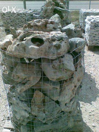 pedra furada decorativa jardim