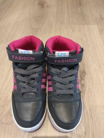 Кроссовки на девочку 33 размер. Демисезонные ботинки