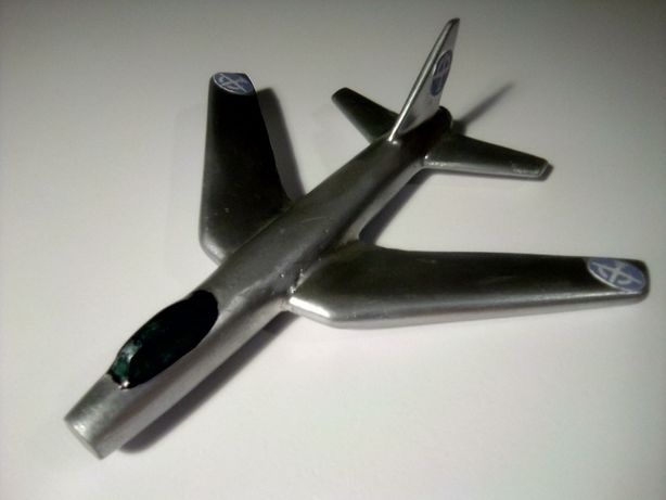 Іграшка літачок