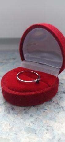 NOWY pierścionek zaręczynowy r. 12 próba 585 0,15 ct