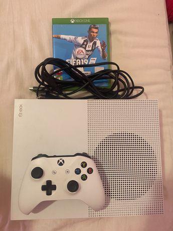 Xbox one s 1TB + pad + gry