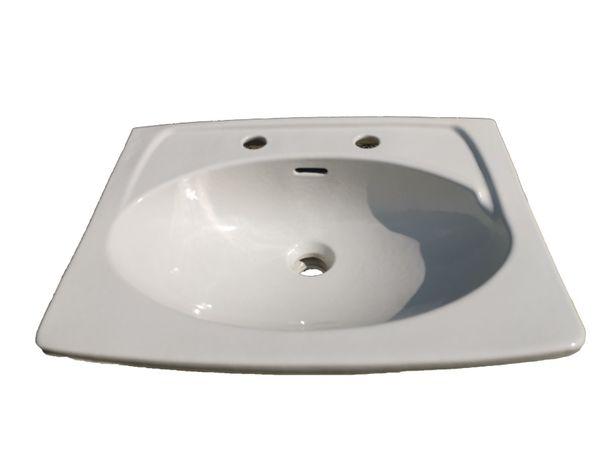 Umywalko biała z czasów PRL