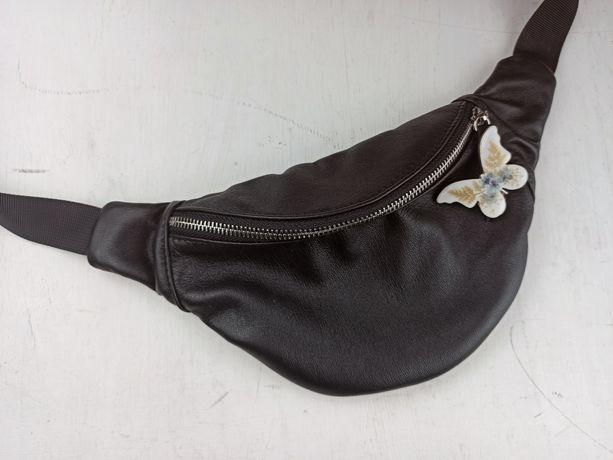 Кожаная черная поясная сумка