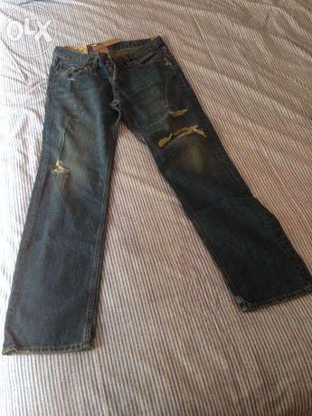 Um par de calças de ganga da hollister novas, ainda com etiqueta.