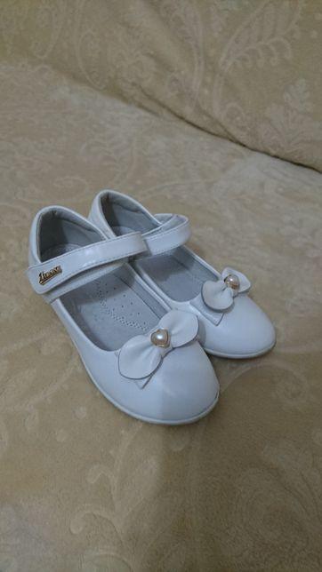 Туфлі білі 31 розмір 18,5 см