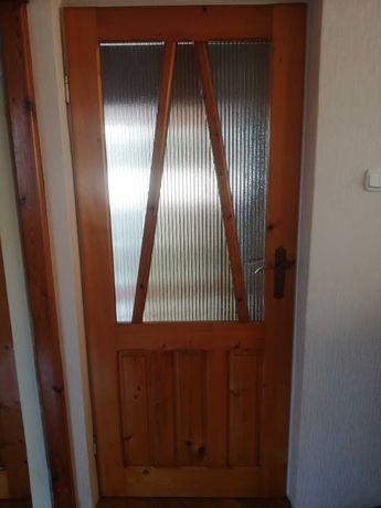 Drzwi pokojowe drewniane