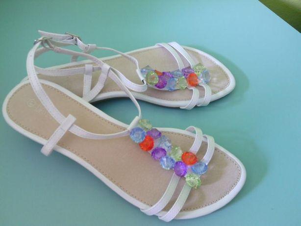 Wysyłka w cenie - sandały białe z koralikami nowe r. 41