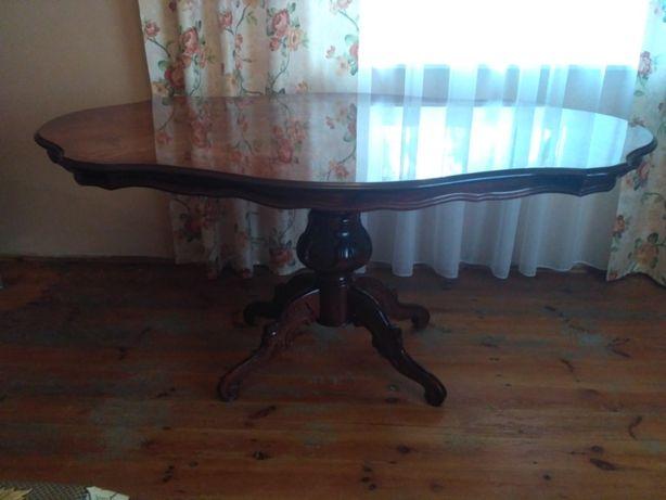 Sprzedam stół plus krzesła.
