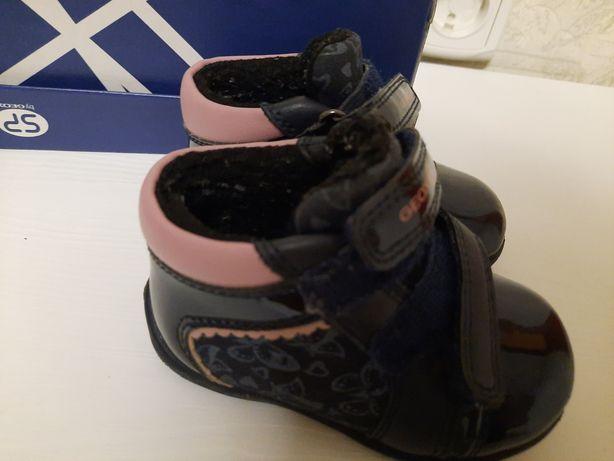 Продам детские ботинки Geox