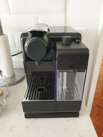 Máquina DeLonghi Nespresso Lattissima Touch - Preto
