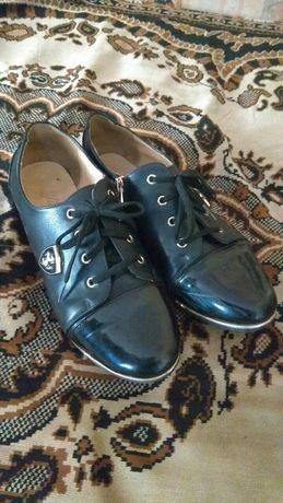 Туфли лак и кожа по стельке 26 см