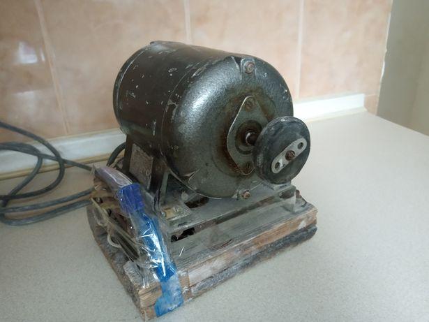Наждак Точило точильный станок СССР, електроматор.