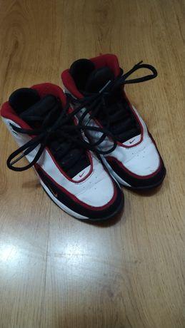 Nike Basketball buty półbuty adidasy chłopięce 31