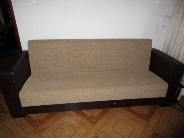 Sofá cama em tecido e imitação de pele