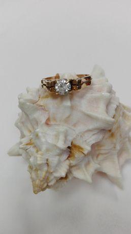 Złoty pierścionek z cyrkonią, próba 585