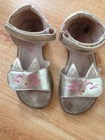 Sandałki Kotki ze skórzana wkładka w rozmiarze 26