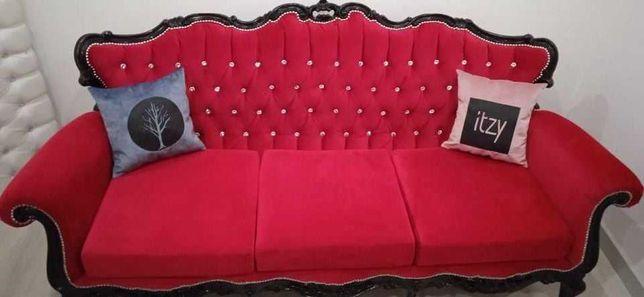 Sofá Namoradeira em Veludo Vermelho Ferrari c/botões de Cristal