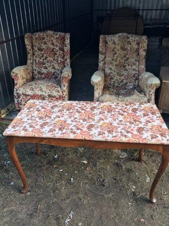 Komplet mebli do odrestaurowania 2 fotele uszak stolik