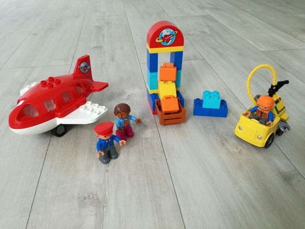 LEGO DUPLO Lotnisko 10590 samolot pilot auto