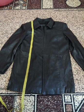Продаю женскую кожаную куртку.